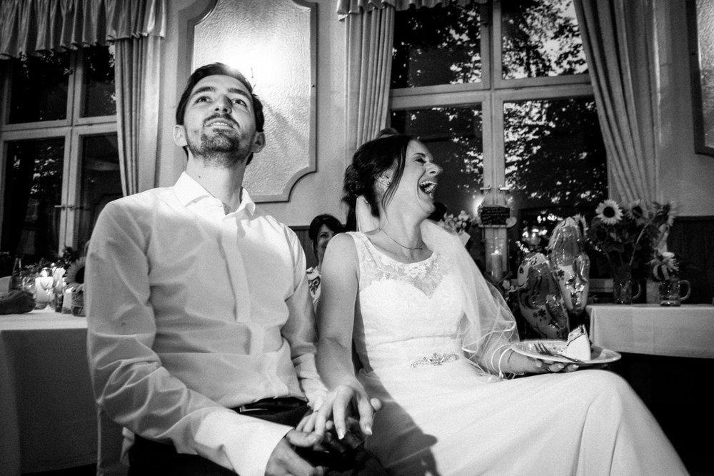 Hochzeitsfoto-Hochzeitsreportage-Neustadt bei Coburg-Oberfranken-Bayern-Hochzeitsfotograf-Kevin Biberbach-KEVIN Fotografie-Fujifilm-Hochzeitswahn-120.jpg