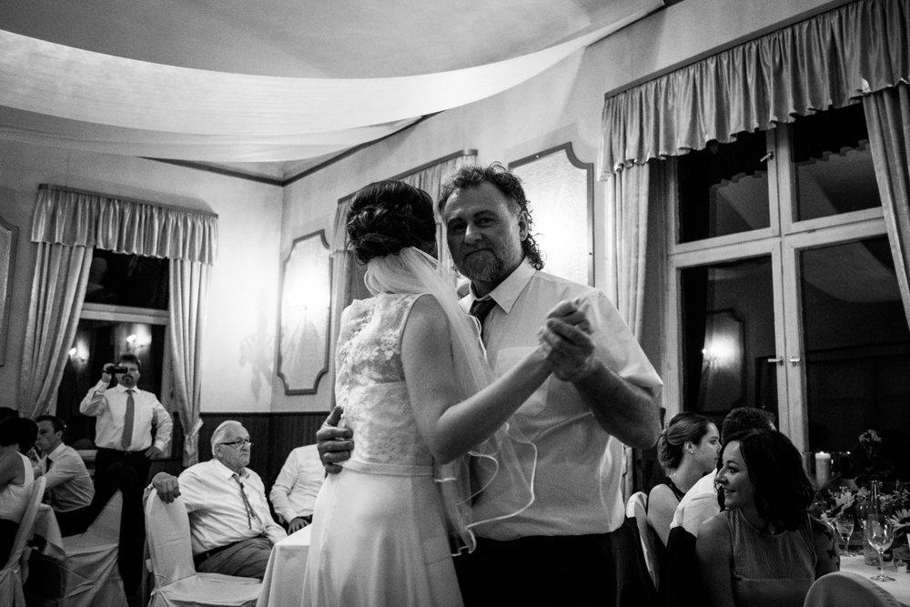 Hochzeitsfoto-Hochzeitsreportage-Neustadt bei Coburg-Oberfranken-Bayern-Hochzeitsfotograf-Kevin Biberbach-KEVIN Fotografie-Fujifilm-Hochzeitswahn-125.jpg