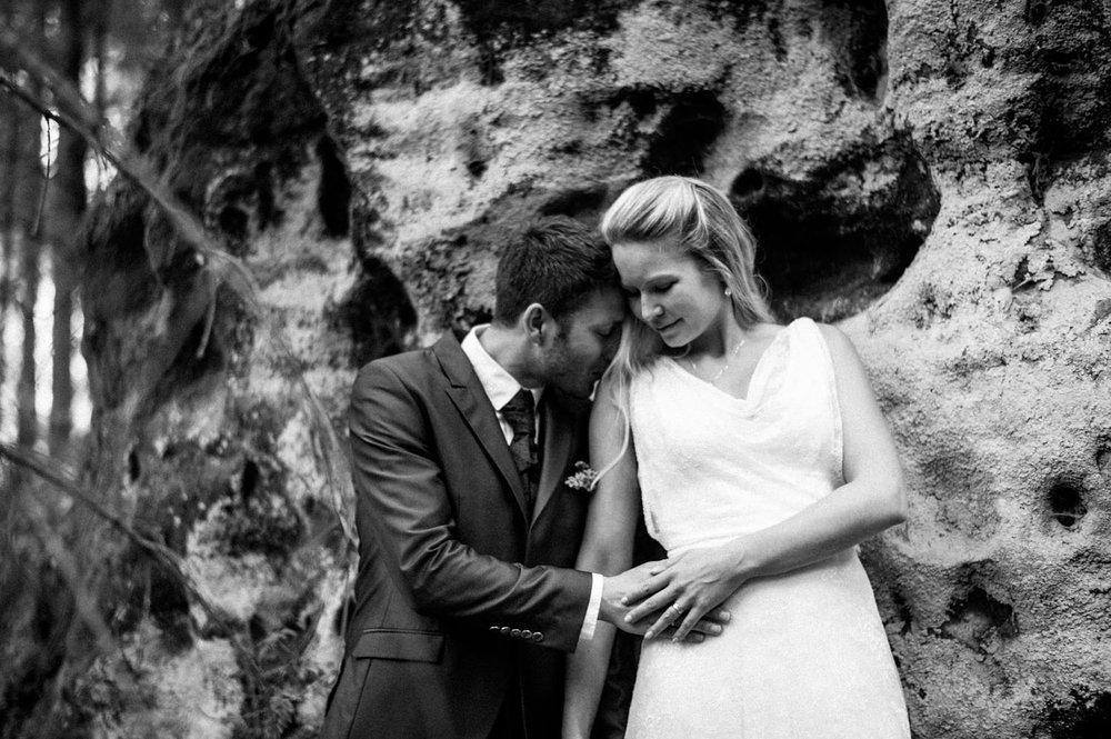 Elopement-After Wedding Shooting-Hochzeitsreportage-Böhmische Schweiz-Sächsische Schweiz-Inspiration-Hochzeitsfotograf-Aachen-Kevin Biberbach-KEVIN Fotografie-Fujifilm-Hochzeitswahn-Hochzeit-08.jpg