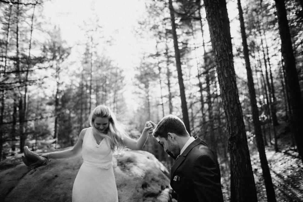 Elopement-After Wedding Shooting-Hochzeitsreportage-Böhmische Schweiz-Sächsische Schweiz-Inspiration-Hochzeitsfotograf-Aachen-Kevin Biberbach-KEVIN Fotografie-Fujifilm-Hochzeitswahn-Hochzeit-29.jpg