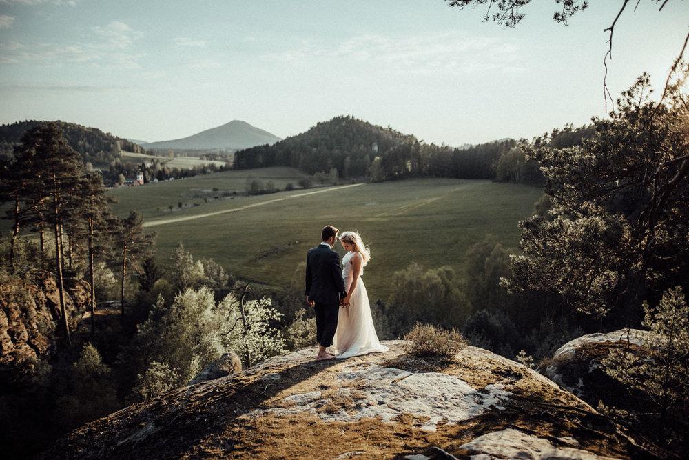 Elopement-After Wedding Shooting-Hochzeitsreportage-Böhmische Schweiz-Sächsische Schweiz-Inspiration-Hochzeitsfotograf-Aachen-Kevin Biberbach-KEVIN Fotografie-Fujifilm-Hochzeitswahn-Hochzeit-62.jpg
