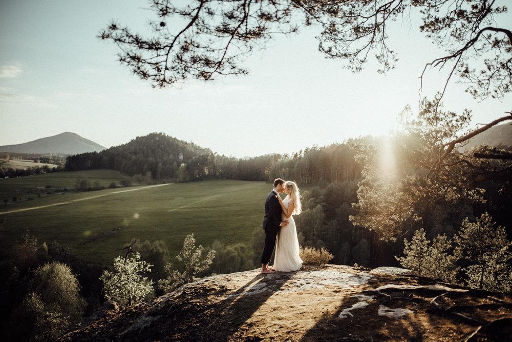 Elopement-After Wedding Shooting-Hochzeitsreportage-Böhmische Schweiz-Sächsische Schweiz-Inspiration-Hochzeitsfotograf-Aachen-Kevin Biberbach-KEVIN Fotografie-Fujifilm-Hochzeitswahn-Hochzeit-63.jpg