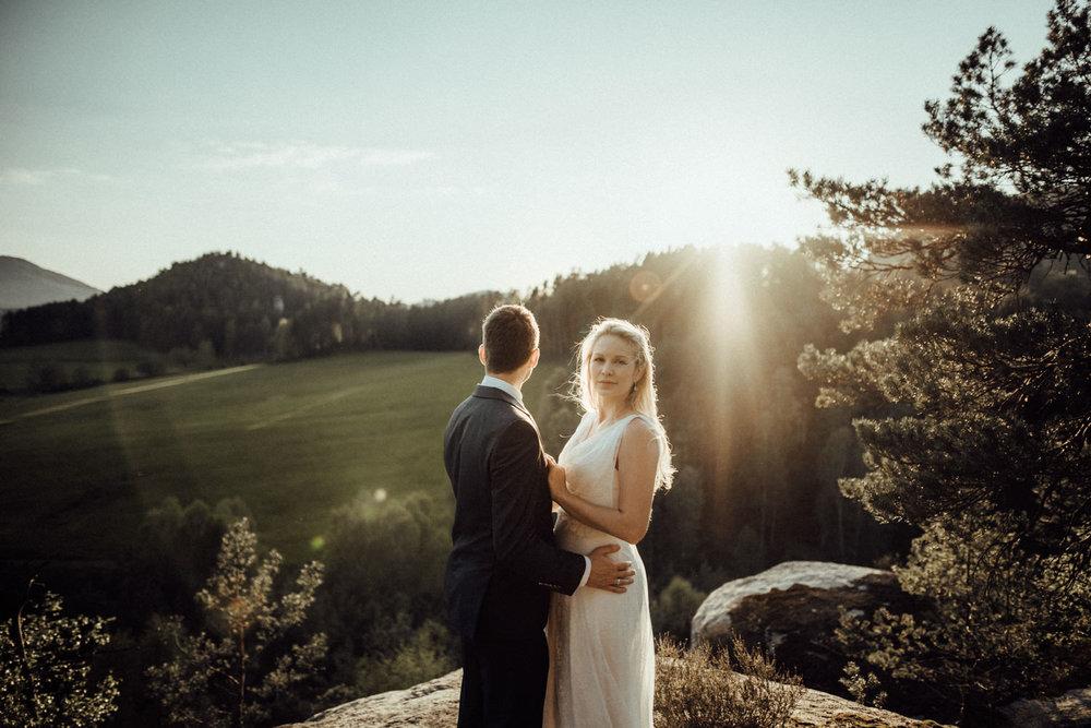 Elopement-After Wedding Shooting-Hochzeitsreportage-Böhmische Schweiz-Sächsische Schweiz-Inspiration-Hochzeitsfotograf-Aachen-Kevin Biberbach-KEVIN Fotografie-Fujifilm-Hochzeitswahn-Hochzeit-64.jpg