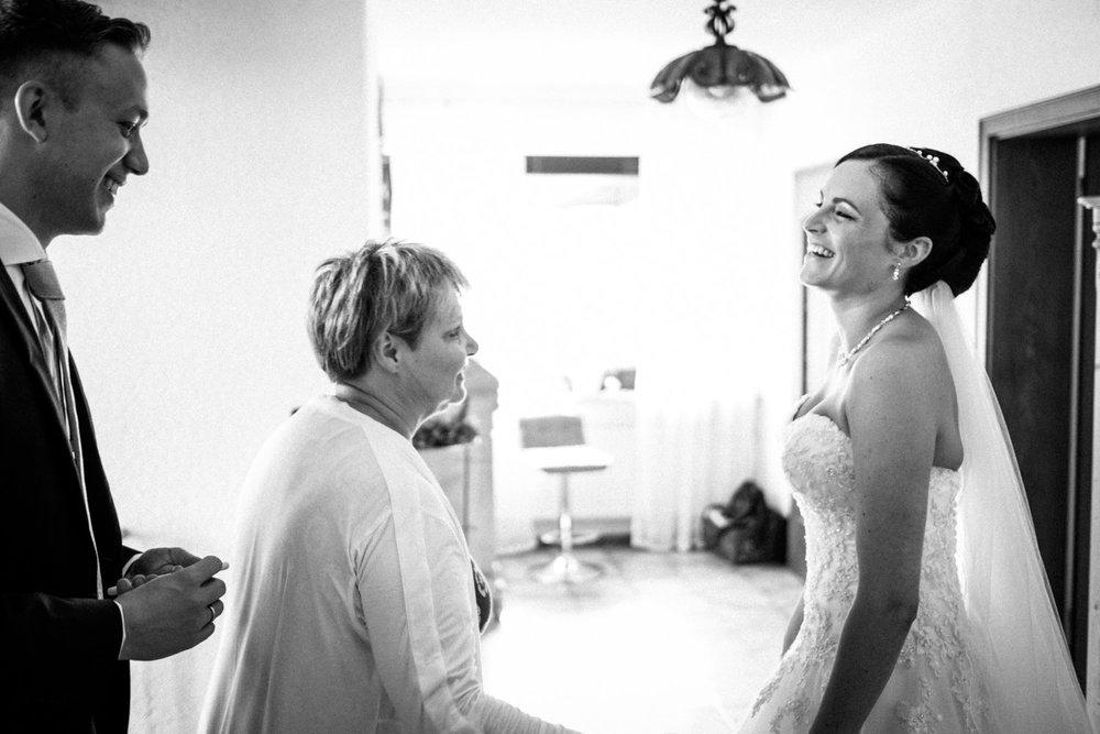 Hochzeitsfotograf-Hochzeitsreportage-Neustadt bei Coburg-Oberfranken-Bayern-Staffelstein-Banzer Wald-Kevin Biberbach-KEVIN Fotografie-Fujifilm-Schlosskirche Ehrenburg-Coburg-024.jpg