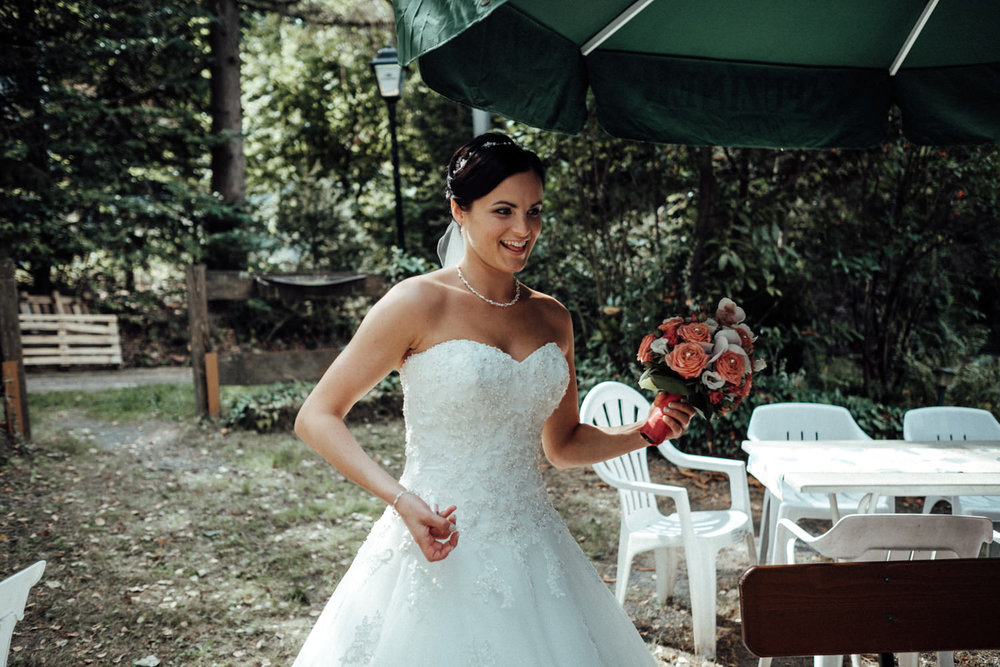 Hochzeitsfotograf-Hochzeitsreportage-Neustadt bei Coburg-Oberfranken-Bayern-Staffelstein-Banzer Wald-Kevin Biberbach-KEVIN Fotografie-Fujifilm-Schlosskirche Ehrenburg-Coburg-053.jpg