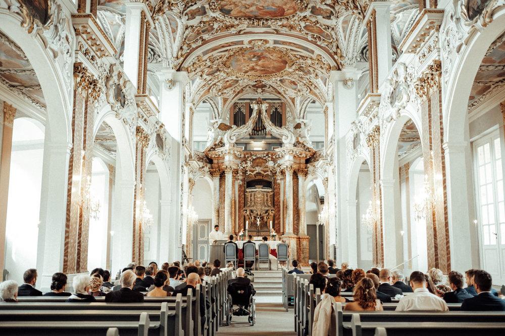 Hochzeitsfotograf-Hochzeitsreportage-Neustadt bei Coburg-Oberfranken-Bayern-Staffelstein-Banzer Wald-Kevin Biberbach-KEVIN Fotografie-Fujifilm-Schlosskirche Ehrenburg-Coburg-065.jpg