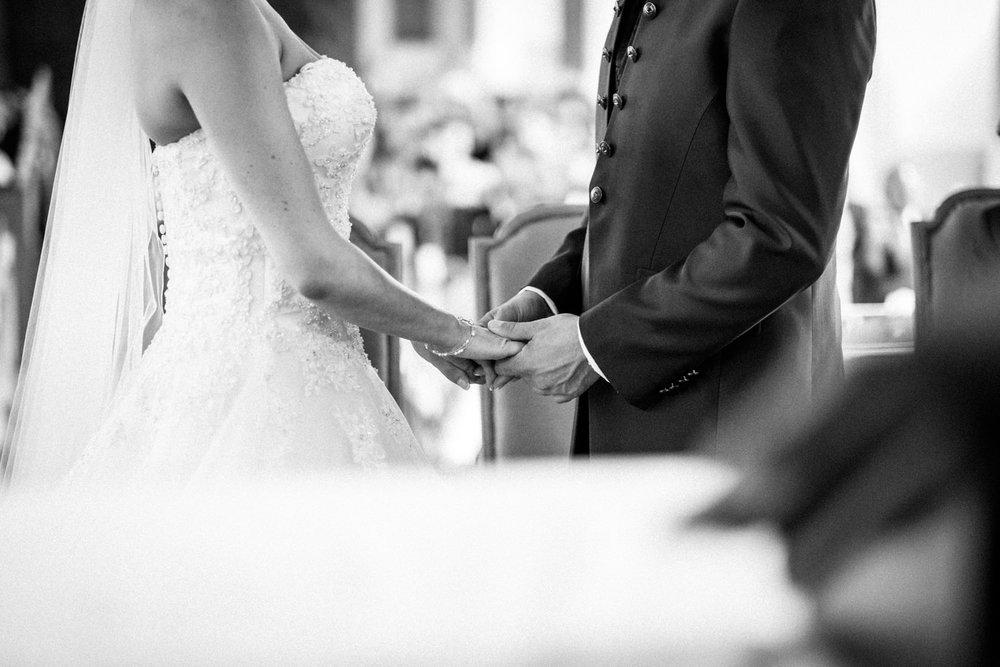 Hochzeitsfotograf-Hochzeitsreportage-Neustadt bei Coburg-Oberfranken-Bayern-Staffelstein-Banzer Wald-Kevin Biberbach-KEVIN Fotografie-Fujifilm-Schlosskirche Ehrenburg-Coburg-068.jpg