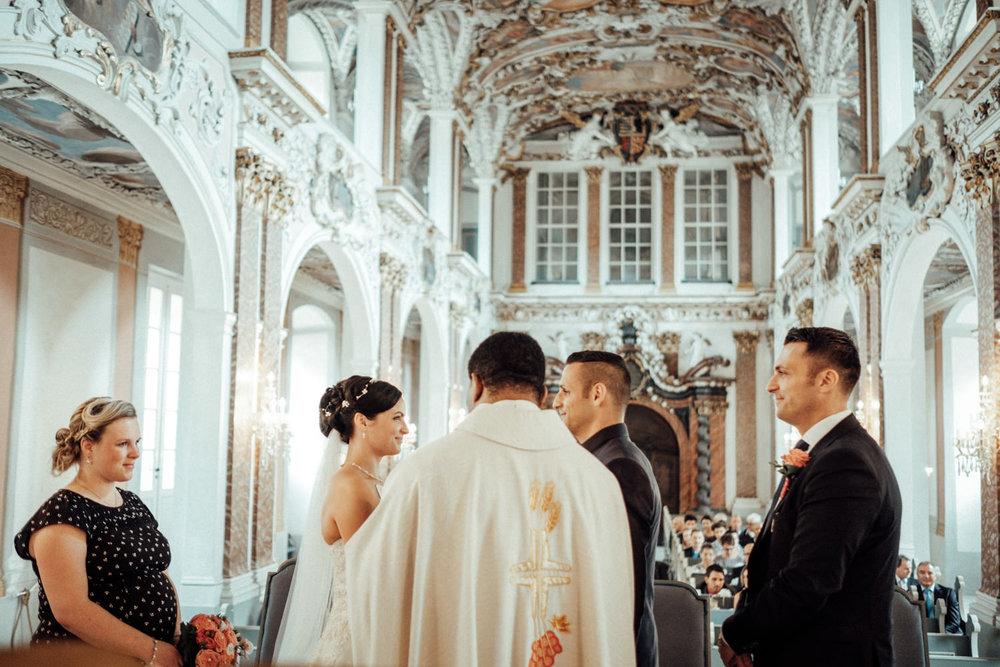 Hochzeitsfotograf-Hochzeitsreportage-Neustadt bei Coburg-Oberfranken-Bayern-Staffelstein-Banzer Wald-Kevin Biberbach-KEVIN Fotografie-Fujifilm-Schlosskirche Ehrenburg-Coburg-077.jpg