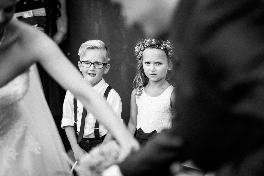Hochzeitsfotograf-Hochzeitsreportage-Neustadt bei Coburg-Oberfranken-Bayern-Staffelstein-Banzer Wald-Kevin Biberbach-KEVIN Fotografie-Fujifilm-Schlosskirche Ehrenburg-Coburg-093.jpg