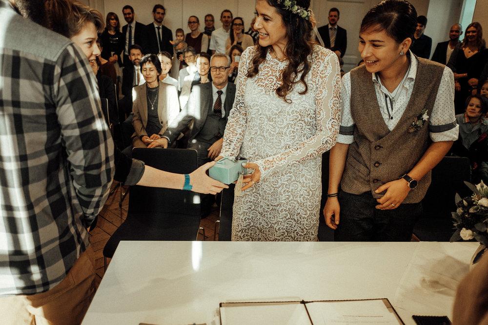 Hochzeitsfotos-Aachen-Hochzeitsfotograf-Aachen-Köln-NRW-Bonn-Top-Hochzeitsfotografen-Reportage-Gleichgeschlechtlich-Winterhochzeit-Kevin Biberbach-KEVIN Fotografie-063.jpg
