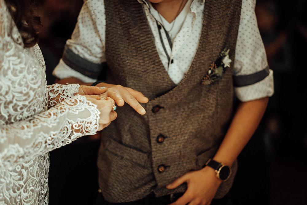 Hochzeitsfotos-Aachen-Hochzeitsfotograf-Aachen-Köln-NRW-Bonn-Top-Hochzeitsfotografen-Reportage-Gleichgeschlechtlich-Winterhochzeit-Kevin Biberbach-KEVIN Fotografie-066.jpg
