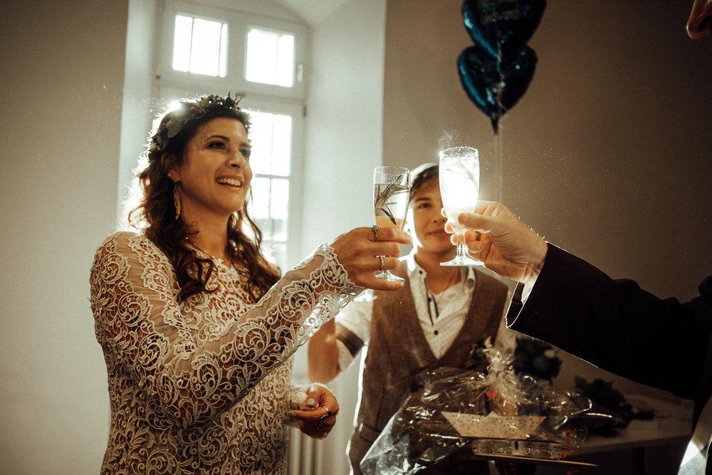Hochzeitsfotos-Aachen-Hochzeitsfotograf-Aachen-Köln-NRW-Bonn-Top-Hochzeitsfotografen-Reportage-Gleichgeschlechtlich-Winterhochzeit-Kevin Biberbach-KEVIN Fotografie-085.jpg