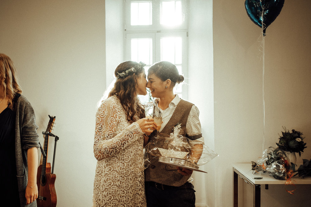 Hochzeitsfotos-Aachen-Hochzeitsfotograf-Aachen-Köln-NRW-Bonn-Top-Hochzeitsfotografen-Reportage-Gleichgeschlechtlich-Winterhochzeit-Kevin Biberbach-KEVIN Fotografie-087.jpg