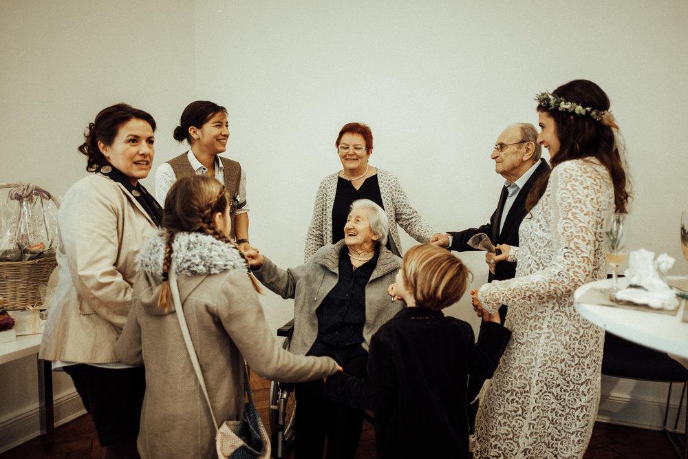 Hochzeitsfotos-Aachen-Hochzeitsfotograf-Aachen-Köln-NRW-Bonn-Top-Hochzeitsfotografen-Reportage-Gleichgeschlechtlich-Winterhochzeit-Kevin Biberbach-KEVIN Fotografie-105.jpg