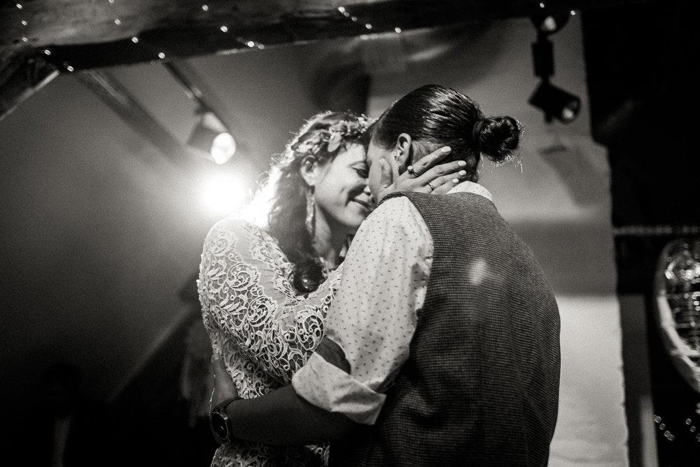 Hochzeitsfotos-Aachen-Hochzeitsfotograf-Aachen-Köln-NRW-Bonn-Top-Hochzeitsfotografen-Reportage-Gleichgeschlechtlich-Winterhochzeit-Kevin Biberbach-KEVIN Fotografie-180.jpg