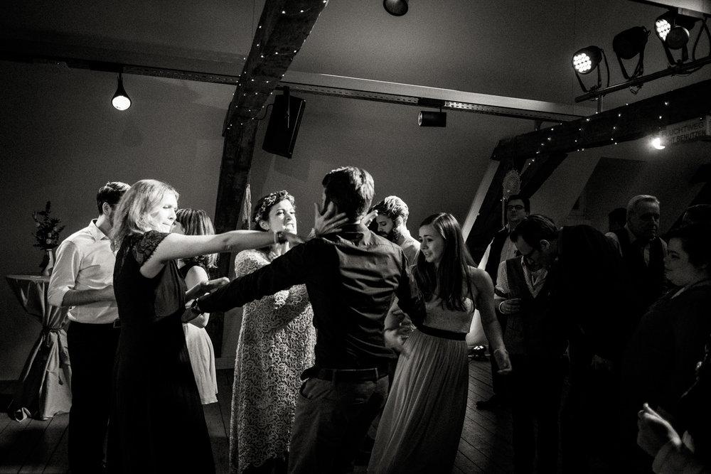 Hochzeitsfotos-Aachen-Hochzeitsfotograf-Aachen-Köln-NRW-Bonn-Top-Hochzeitsfotografen-Reportage-Gleichgeschlechtlich-Winterhochzeit-Kevin Biberbach-KEVIN Fotografie-195.jpg
