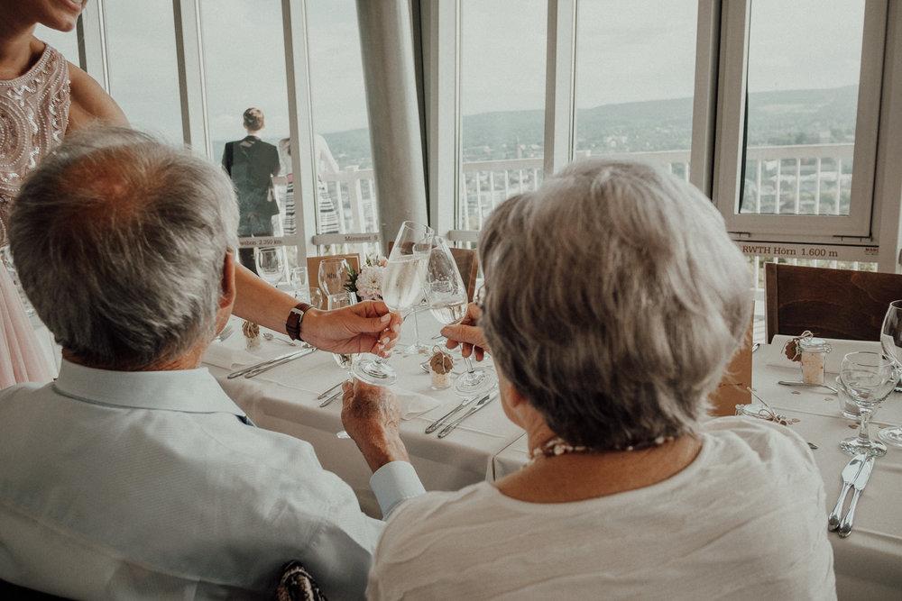 Hochzeitsfotos NRW-Hochzeitsfotograf NRW-Hochzeitsreportage-Lousberg Aachen-Sommerhochzeit-Kevin Biberbach-KEVIN - Fotografie-099.jpg