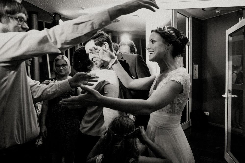 Hochzeitsfotos NRW-Hochzeitsfotograf NRW-Hochzeitsreportage-Lousberg Aachen-Sommerhochzeit-Kevin Biberbach-KEVIN - Fotografie-162.jpg