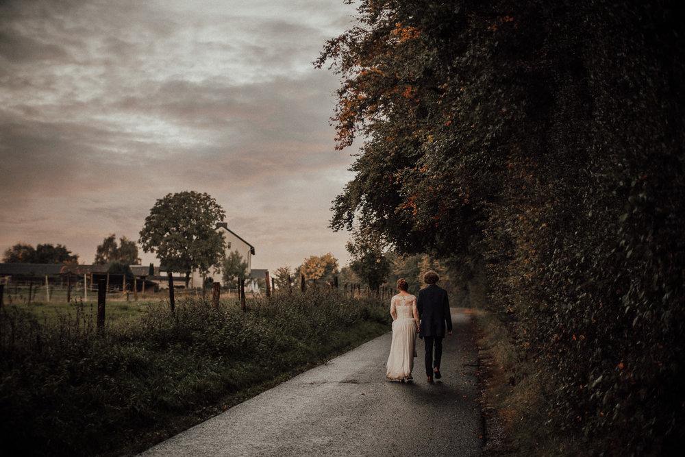 Hochzeitsfotos-Hochzeitslocation-Würzburg-Hochzeitsfotograf-Aachen-Köln-NRW-Bonn-Top-Hochzeitsfotografen-Reportage-Storytelling-Preise-Kevin Biberbach-KEVIN Fotografie-17.jpg