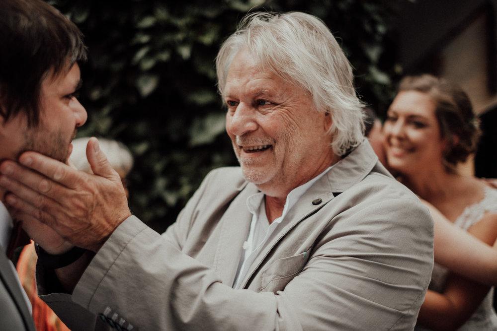 Hochzeitsfotos-Hochzeitslocation-Würzburg-Hochzeitsfotograf-Aachen-Köln-NRW-Bonn-Top-Hochzeitsfotografen-Reportage-Storytelling-Preise-Kevin Biberbach-KEVIN Fotografie-45.jpg
