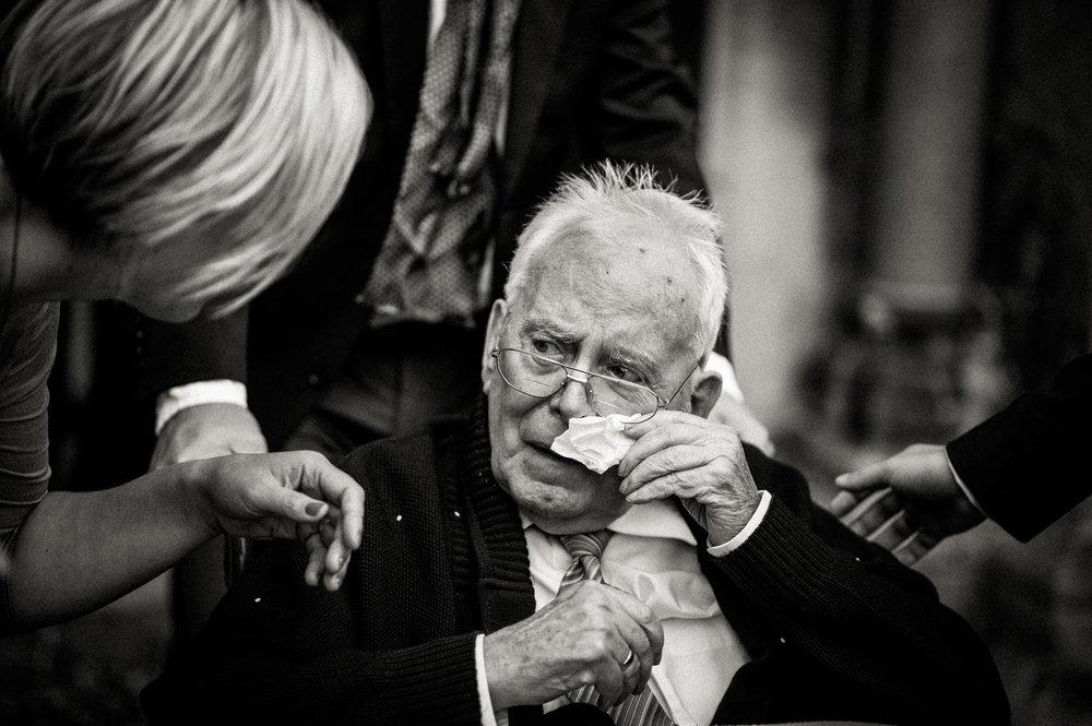 Hochzeitsfotos-Hochzeitslocation-Würzburg-Hochzeitsfotograf-Aachen-Köln-NRW-Bonn-Top-Hochzeitsfotografen-Reportage-Storytelling-Preise-Kevin Biberbach-KEVIN Fotografie-46.jpg