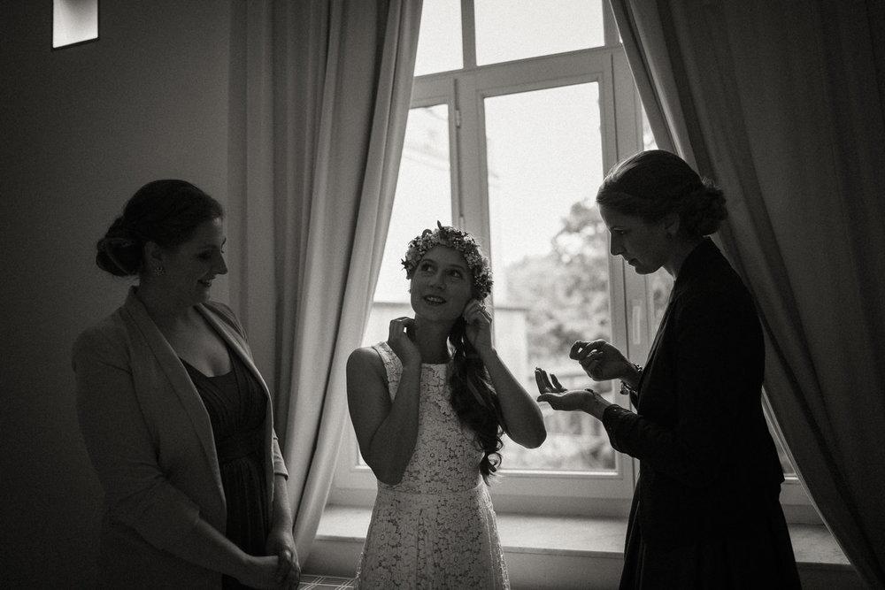 Hochzeitsreportage-NRW-Waldhochzeit-Lua Pauline-Aachen-Hochzeitsfotograf-freie Trauung-Köln-NRW-Bonn-Top-Hochzeitsfotografen-natürliche Bilder-Heiraten im Grünen-Kevin Biberbach-KEVIN Fotografie-020.jpg