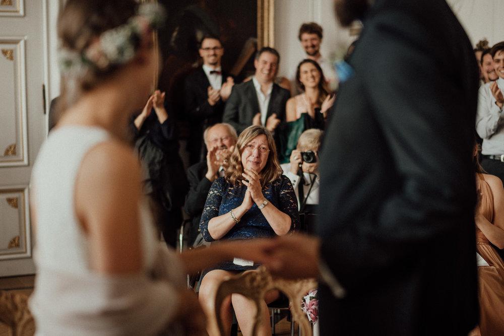 Hochzeitsreportage-NRW-Waldhochzeit-Lua Pauline-Aachen-Hochzeitsfotograf-freie Trauung-Köln-NRW-Bonn-Top-Hochzeitsfotografen-natürliche Bilder-Heiraten im Grünen-Kevin Biberbach-KEVIN Fotografie-029.jpg