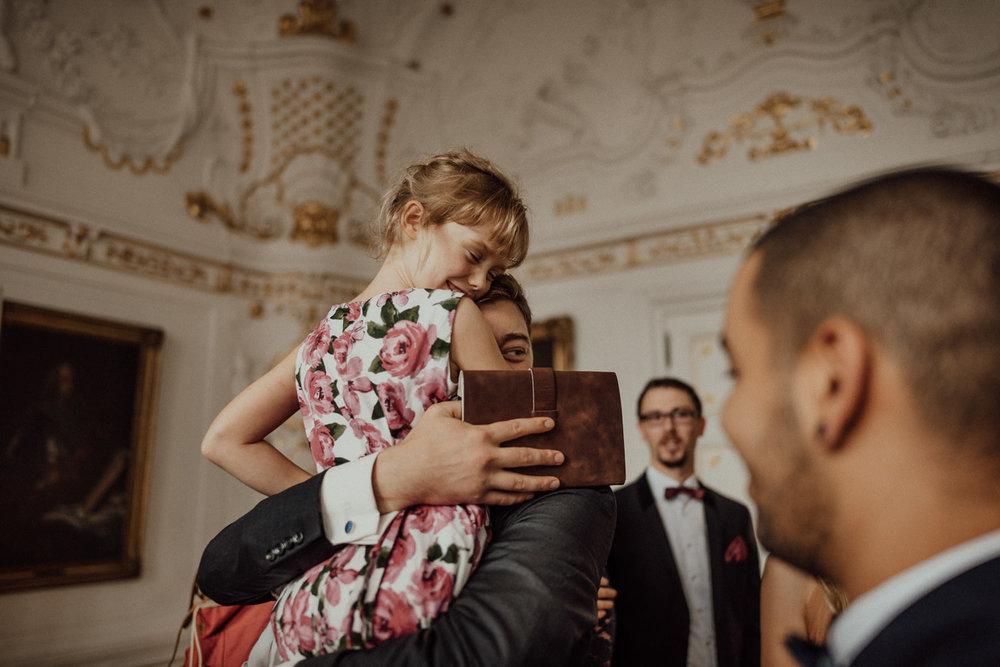Hochzeitsreportage-NRW-Waldhochzeit-Lua Pauline-Aachen-Hochzeitsfotograf-freie Trauung-Köln-NRW-Bonn-Top-Hochzeitsfotografen-natürliche Bilder-Heiraten im Grünen-Kevin Biberbach-KEVIN Fotografie-032.jpg