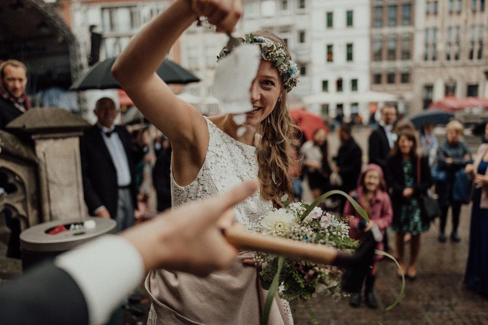 Hochzeitsreportage-NRW-Waldhochzeit-Lua Pauline-Aachen-Hochzeitsfotograf-freie Trauung-Köln-NRW-Bonn-Top-Hochzeitsfotografen-natürliche Bilder-Heiraten im Grünen-Kevin Biberbach-KEVIN Fotografie-038.jpg