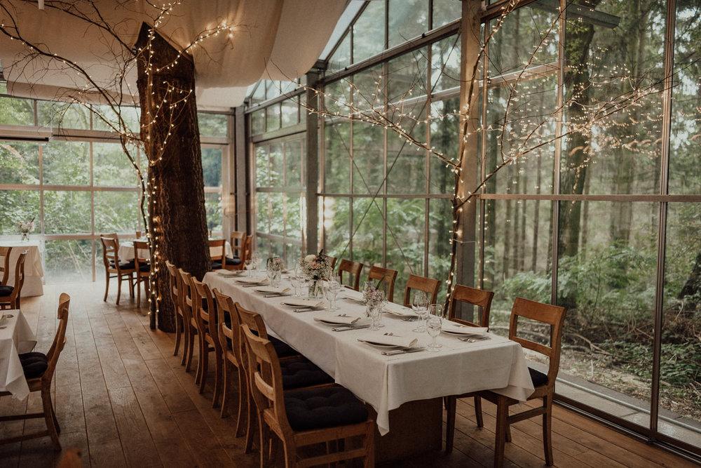 Traumhafte Kulisse der Waldhochzeit in Lua Pauline bei Aachen
