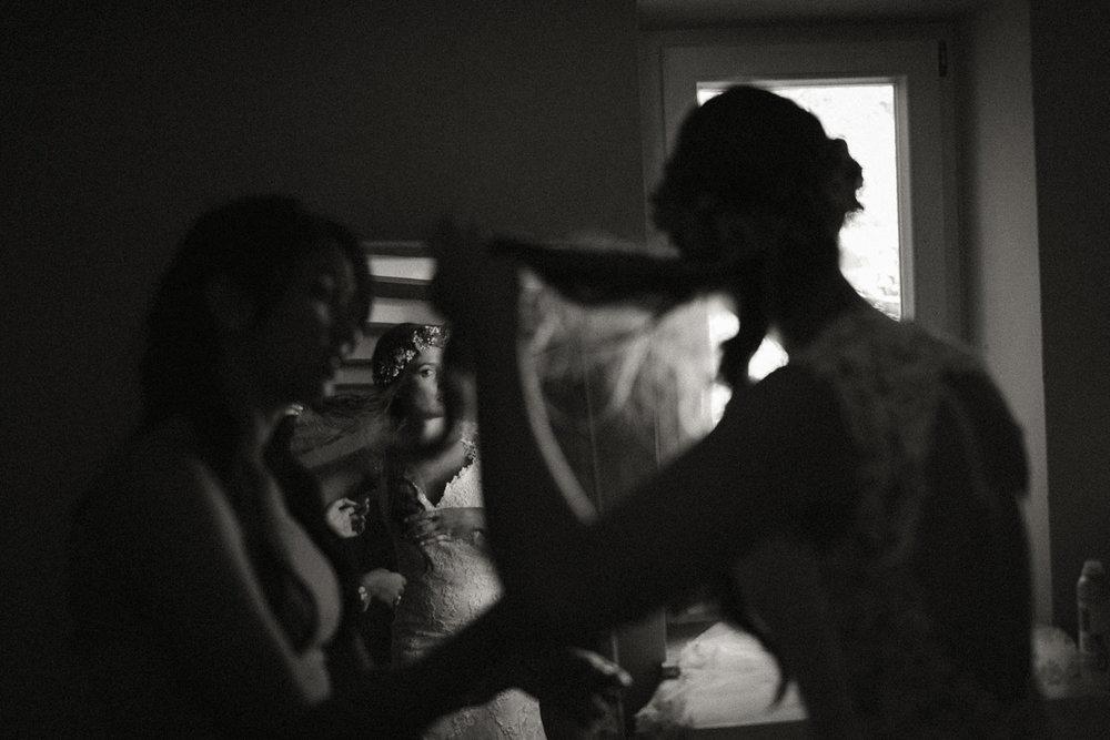 Hochzeitsreportage-NRW-Waldhochzeit-Lua Pauline-Aachen-Hochzeitsfotograf-freie Trauung-Köln-NRW-Bonn-Top-Hochzeitsfotografen-natürliche Bilder-Heiraten im Grünen-Kevin Biberbach-KEVIN Fotografie-062.jpg