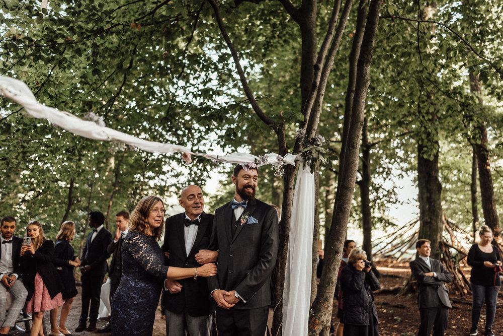 Hochzeitsreportage-NRW-Waldhochzeit-Lua Pauline-Aachen-Hochzeitsfotograf-freie Trauung-Köln-NRW-Bonn-Top-Hochzeitsfotografen-natürliche Bilder-Heiraten im Grünen-Kevin Biberbach-KEVIN Fotografie-067.jpg