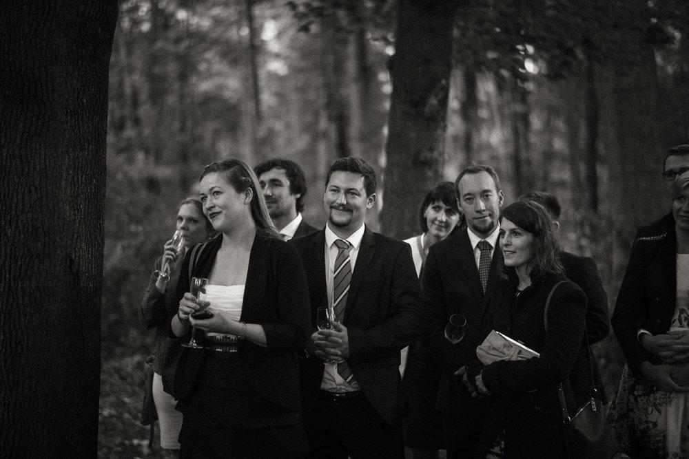 Hochzeitsreportage-NRW-Waldhochzeit-Lua Pauline-Aachen-Hochzeitsfotograf-freie Trauung-Köln-NRW-Bonn-Top-Hochzeitsfotografen-natürliche Bilder-Heiraten im Grünen-Kevin Biberbach-KEVIN Fotografie-073.jpg