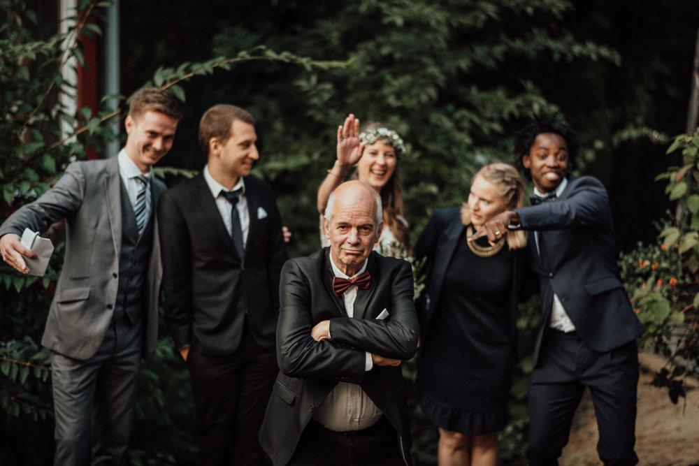 Hochzeitsreportage-NRW-Waldhochzeit-Lua Pauline-Aachen-Hochzeitsfotograf-freie Trauung-Köln-NRW-Bonn-Top-Hochzeitsfotografen-natürliche Bilder-Heiraten im Grünen-Kevin Biberbach-KEVIN Fotografie-100.jpg