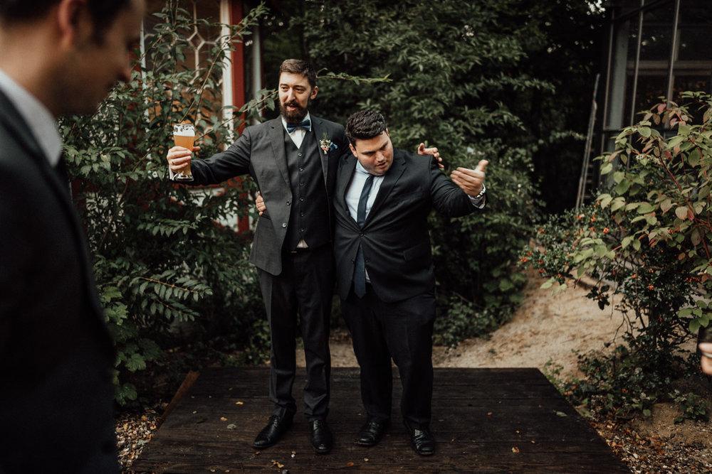 Hochzeitsreportage-NRW-Waldhochzeit-Lua Pauline-Aachen-Hochzeitsfotograf-freie Trauung-Köln-NRW-Bonn-Top-Hochzeitsfotografen-natürliche Bilder-Heiraten im Grünen-Kevin Biberbach-KEVIN Fotografie-103.jpg
