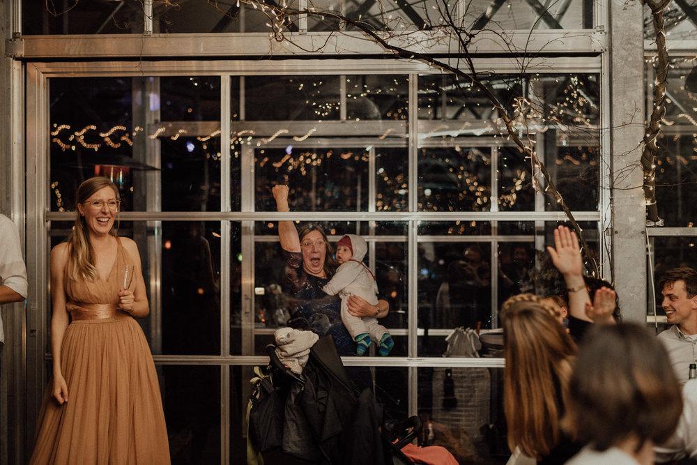 Hochzeitsreportage-NRW-Waldhochzeit-Lua Pauline-Aachen-Hochzeitsfotograf-freie Trauung-Köln-NRW-Bonn-Top-Hochzeitsfotografen-natürliche Bilder-Heiraten im Grünen-Kevin Biberbach-KEVIN Fotografie-117.jpg