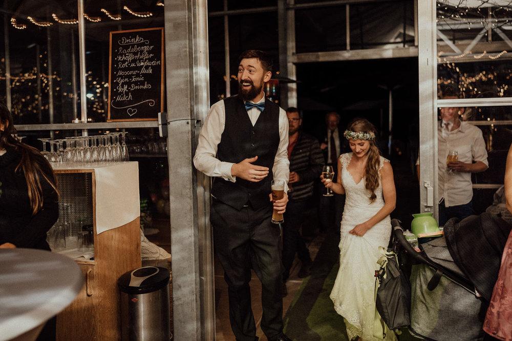 Hochzeitsreportage-NRW-Waldhochzeit-Lua Pauline-Aachen-Hochzeitsfotograf-freie Trauung-Köln-NRW-Bonn-Top-Hochzeitsfotografen-natürliche Bilder-Heiraten im Grünen-Kevin Biberbach-KEVIN Fotografie-122.jpg