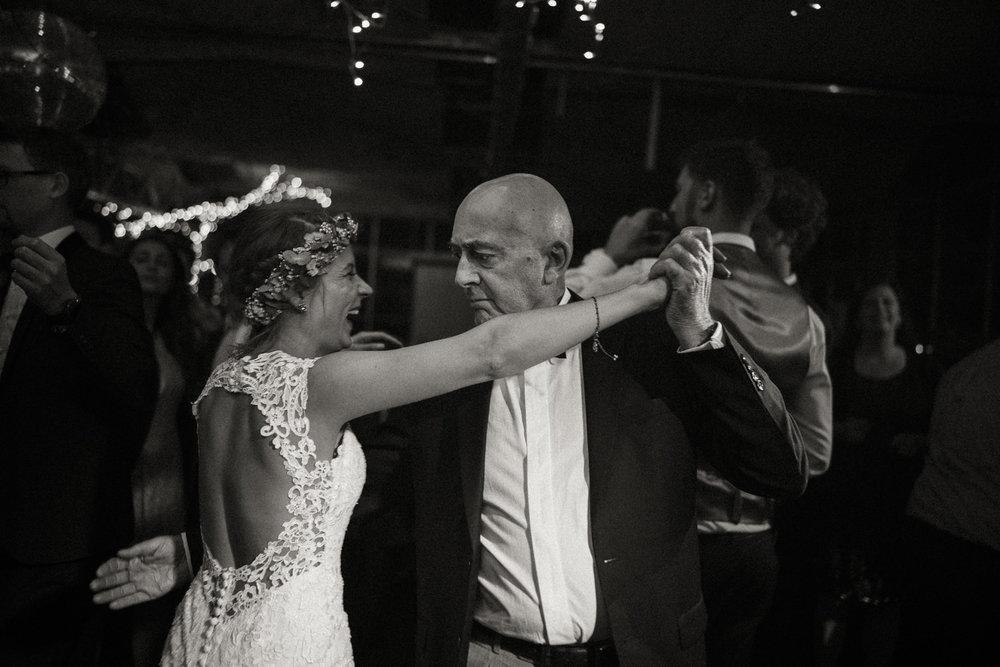 Hochzeitsreportage-NRW-Waldhochzeit-Lua Pauline-Aachen-Hochzeitsfotograf-freie Trauung-Köln-NRW-Bonn-Top-Hochzeitsfotografen-natürliche Bilder-Heiraten im Grünen-Kevin Biberbach-KEVIN Fotografie-002-4.jpg