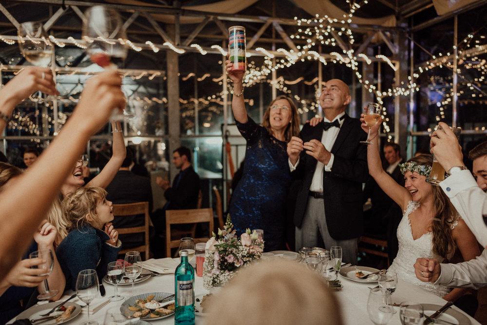 Hochzeitsreportage-NRW-Waldhochzeit-Lua Pauline-Aachen-Hochzeitsfotograf-freie Trauung-Köln-NRW-Bonn-Top-Hochzeitsfotografen-natürliche Bilder-Heiraten im Grünen-Kevin Biberbach-KEVIN Fotografie-001-14.jpg