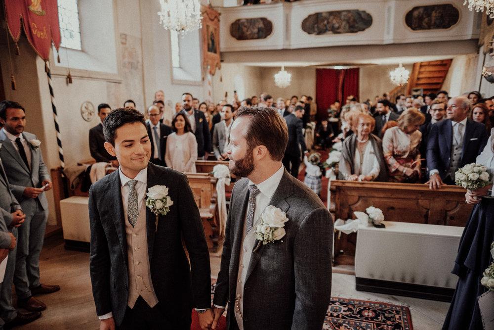 Hochzeitsfotos-Lech am Arlberg-Hochzeitsfotograf-Voralberg-Hochzeitslocation Villa Maund - Hochzeit Aachen Köln NRW Bonn -Hochzeitsfotograf Österreich-Gleichgeschlechtlich-Berghochzeit-Kevin Biberbach-063.jpg