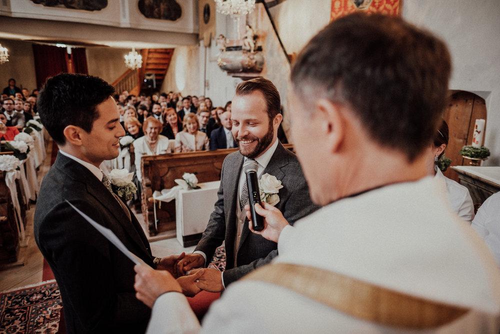 Hochzeitsfotos-Lech am Arlberg-Hochzeitsfotograf-Voralberg-Hochzeitslocation Villa Maund - Hochzeit Aachen Köln NRW Bonn -Hochzeitsfotograf Österreich-Gleichgeschlechtlich-Berghochzeit-Kevin Biberbach-087.jpg