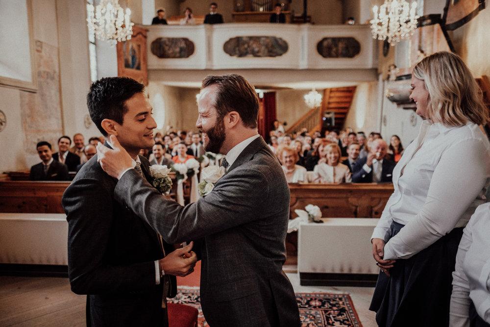 Hochzeitsfotos-Lech am Arlberg-Hochzeitsfotograf-Voralberg-Hochzeitslocation Villa Maund - Hochzeit Aachen Köln NRW Bonn -Hochzeitsfotograf Österreich-Gleichgeschlechtlich-Berghochzeit-Kevin Biberbach-101.jpg