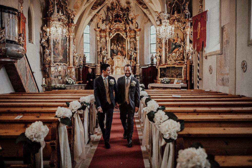 Hochzeitsfotos-Lech am Arlberg-Hochzeitsfotograf-Voralberg-Hochzeitslocation Villa Maund - Hochzeit Aachen Köln NRW Bonn -Hochzeitsfotograf Österreich-Gleichgeschlechtlich-Berghochzeit-Kevin Biberbach-137.jpg