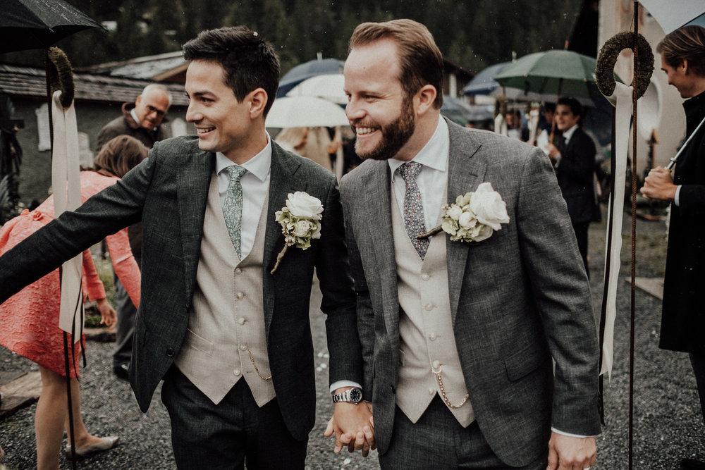 Hochzeitsfotos-Lech am Arlberg-Hochzeitsfotograf-Voralberg-Hochzeitslocation Villa Maund - Hochzeit Aachen Köln NRW Bonn -Hochzeitsfotograf Österreich-Gleichgeschlechtlich-Berghochzeit-Kevin Biberbach-148.jpg
