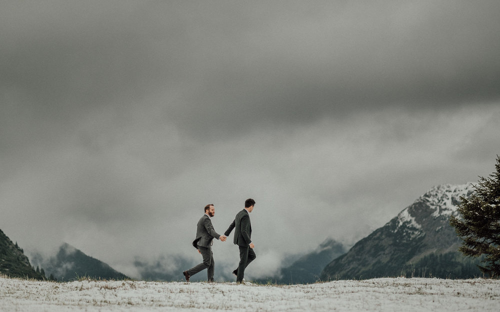 Hochzeitsfotos-Lech am Arlberg-Hochzeitsfotograf-Voralberg-Hochzeitslocation Villa Maund - Hochzeit Aachen Köln NRW Bonn -Hochzeitsfotograf Österreich-Gleichgeschlechtlich-Berghochzeit-Kevin Biberbach-258.jpg
