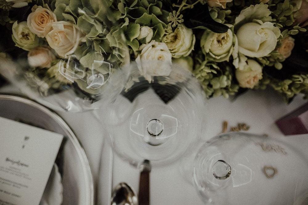Hochzeitsfotos-Lech am Arlberg-Hochzeitsfotograf-Voralberg-Hochzeitslocation Villa Maund - Hochzeit Aachen Köln NRW Bonn -Hochzeitsfotograf Österreich-Gleichgeschlechtlich-Berghochzeit-Kevin Biberbach-272.jpg