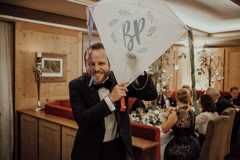 Hochzeitsfotos-Lech am Arlberg-Hochzeitsfotograf-Voralberg-Hochzeitslocation Villa Maund - Hochzeit Aachen Köln NRW Bonn -Hochzeitsfotograf Österreich-Gleichgeschlechtlich-Berghochzeit-Kevin Biberbach-297.jpg