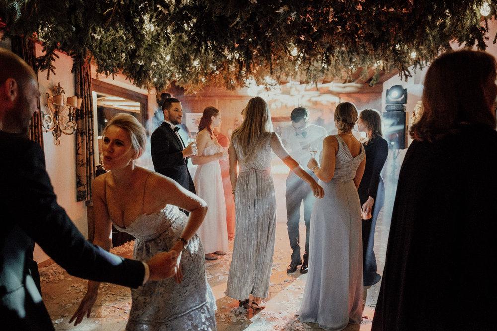 Hochzeitsfotos-Lech am Arlberg-Hochzeitsfotograf-Voralberg-Hochzeitslocation Villa Maund - Hochzeit Aachen Köln NRW Bonn -Hochzeitsfotograf Österreich-Gleichgeschlechtlich-Berghochzeit-Kevin Biberbach-384.jpg