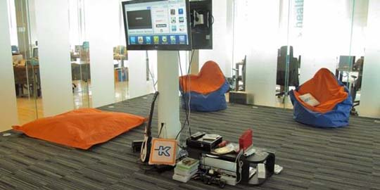 (Kaskus Indonesia Office. | Image:  http://theinteriorsfurniture.blogspot.com/ )