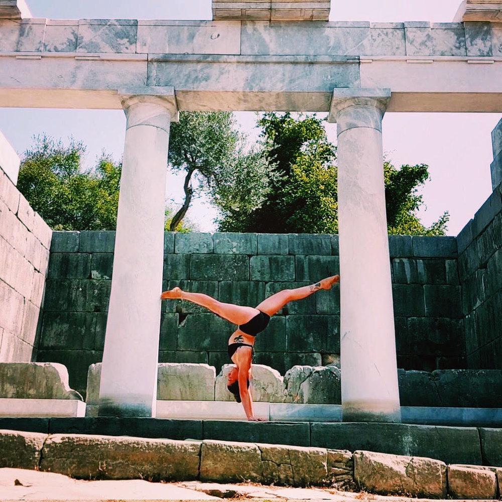 siobhan_sabrina_yoga_handstand.jpg